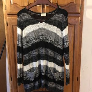Women's plus size black and white pocket sweater